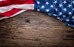 flagga USA amerikanska flaggan Amerikanska flaggan som ligger fritt på träbräde Se mer italiensk mat tonat foto Fotografering för Bildbyråer