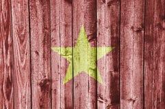 Flagga Vietnam på ridit ut trä Royaltyfri Foto