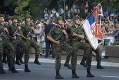 Flaggaenhet i marschen Royaltyfri Bild