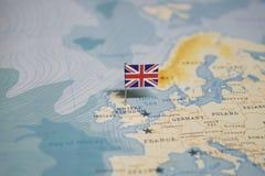Flaggan av Förenade kungariket, UK i världskartan royaltyfria bilder