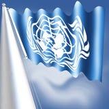 Flaggan av Förenta Nationerna adopterades på December 7, 1946 och består av det officiella emblemet av Förenta Nationerna i whitT Royaltyfria Foton