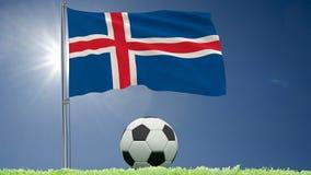 Flaggan av Island att fladdra och en fotboll rullar på gräsmattan, 3d tolkningen, längd i fot räknat 4k