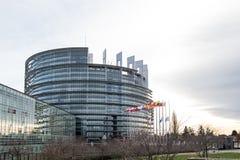 Flaggan för europeiska fackliga flaggor och Frankrike flyger på halva stången Arkivfoto