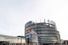 Flaggan för europeiska fackliga flaggor och Frankrike flyger på halva stången Royaltyfri Bild