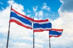 Flaggapol av thai på blå himmel Fotografering för Bildbyråer