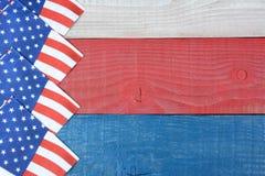 Flaggaservetter på den patriotiska tabellen Royaltyfria Foton