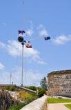 Flaggaskärm och Tid boll: Den historiska platsen för runt hus Royaltyfria Foton