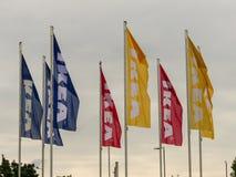 Flagge außerhalb Einzelhandelsgeschäftes IKEAS stockfoto