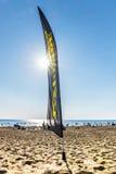 Flagge auf dem Strand an der Brandungsstation in den Dünen auf dem Finski Lizenzfreies Stockbild