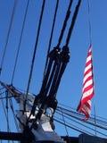 Flagge auf Schiff in Boston stockbild