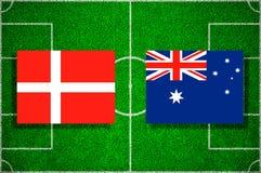 Flagge Dänemark - Australien auf dem Fußballplatz Fußballspiel Lizenzfreie Stockfotos