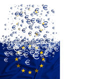 Flagge der Europäischen Gemeinschaft, die als simbol der Krise sich auflöst Stockfotos