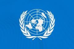 Flagge der Vereinten Nationen auf Wellen stock abbildung