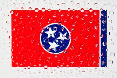 Flagge des amerikanischen Staates Tennessee hinter einem Glas bedeckt mit rai Lizenzfreies Stockfoto