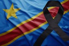Flagge des Demokratischen Republiken Kongo mit schwarzem Trauerband Lizenzfreies Stockbild