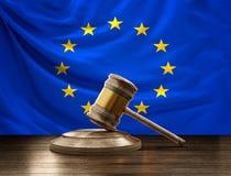 Flagge des Richter-Hammers 3D-Illustrationwooden Europas des hölzernen Richters GA Lizenzfreie Stockfotos