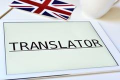 Flagge des Vereinigten Königreichs und der Wortübersetzer in einer Tablette Stockfotografie