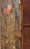 Flagge und Bürogebäude in Boston lizenzfreies stockfoto