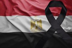 Flagge von Ägypten mit schwarzem Trauerband Lizenzfreies Stockfoto