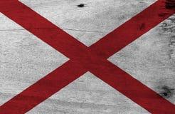 Flagge von Alabama auf hölzernem Plattenhintergrund Schmutz-Alabama-Flaggenbeschaffenheit, die Staaten von Amerika stockfotos