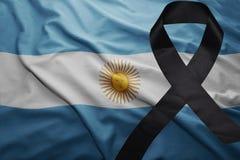 Flagge von Argentinien mit schwarzem Trauerband Stockfotografie