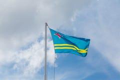 Flagge von Aruba unter Wolken Lizenzfreie Stockfotografie