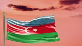 Flagge von Aserbaidschan auf bewölktem Himmel patriotismus lizenzfreie stockfotografie