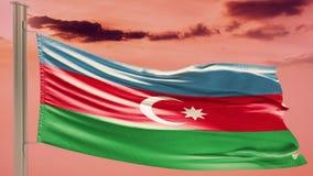 Flagge von Aserbaidschan auf bewölktem Himmel patriotismus lizenzfreie stockfotos