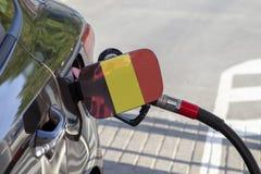Flagge von Belgique auf der Auto ` s Brennstoff-Füllerklappe lizenzfreies stockbild