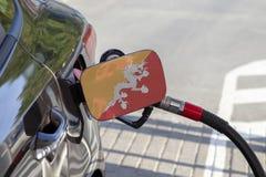Flagge von Bhutan auf der Auto ` s Brennstoff-Füllerklappe stockfotos