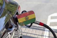 Flagge von Bolivien auf der Auto ` s Brennstoff-Füllerklappe stockfoto