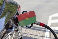 Flagge von Burkina Faso auf der Auto ` s Brennstoff-Füllerklappe stockfotos
