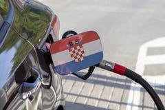 Flagge von Croatie auf der Auto ` s Brennstoff-Füllerklappe lizenzfreie stockfotos