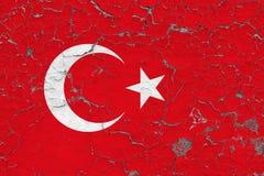 Flagge von der Türkei malte auf gebrochener schmutziger Wand Nationales Muster auf Weinleseartoberfl?che stock abbildung