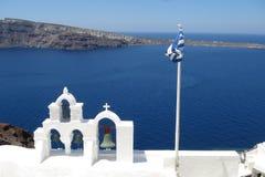 Flagge von Griechenland auf einer Kirche Stockfotografie
