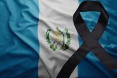 Flagge von Guatemala mit schwarzem Trauerband Lizenzfreies Stockfoto