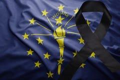 Flagge von Indiana-Staat mit schwarzem Trauerband Stockfotografie