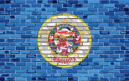 Flagge von Minnesota auf einer Backsteinmauer Lizenzfreie Stockfotografie