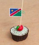 Flagge von Namibia auf kleinem Kuchen Stockbilder