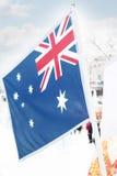 Flagge von Neuseeland auf Wind am Winter Stockbild