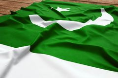 Flagge von Pakistan auf einem h?lzernen Schreibtischhintergrund Draufsicht der pakistanischen Flagge der Seide lizenzfreies stockbild