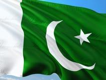 Flagge von Pakistan wellenartig bewegend in den Wind gegen tiefen blauen Himmel Gewebe der hohen Qualit?t lizenzfreie stockbilder