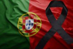 Flagge von Portugal mit schwarzem Trauerband Lizenzfreies Stockfoto