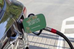 Flagge von Saudi-Arabien auf der Auto ` s Brennstoff-Füllerklappe stockfotografie