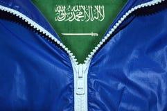 Flagge von Saudi-Arabien unter ungepacktem Reißverschluss lizenzfreies stockbild