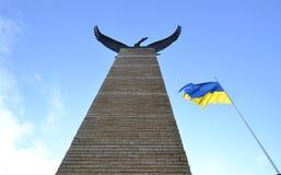 Flagge von Ukraine- und Eisenadler Freiheit und Unabhängigkeit Stockfotografie