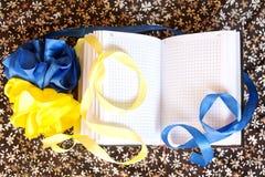 Flagge von Ukraine und von offenem Notizbuch Lizenzfreie Stockfotos