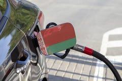 Flagge von Weißrussland auf der Auto ` s Brennstoff-Füllerklappe stockfotos