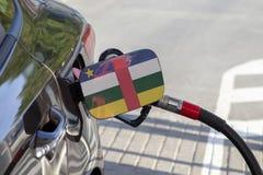 Flagge zentralafrikanischen Repräsentanten auf der Auto ` s Brennstoff-Füllerklappe stockfoto