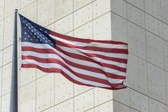 Flaggen außerhalb der Vereinten Nationen, die in New York errichten Lizenzfreies Stockfoto